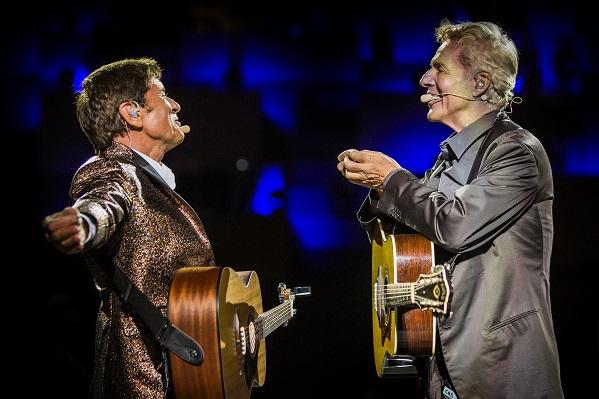 Gianni Morandi e Claudio Baglioni in concerto a Jesolo 2016